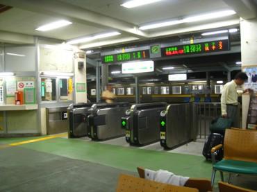 関東で自動改札機の導入が遅れたワケとは?